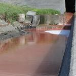 【これはひどい】真っ赤な生活排水(汚染水)が蒲原海岸へ流れ込み赤潮のような海に…